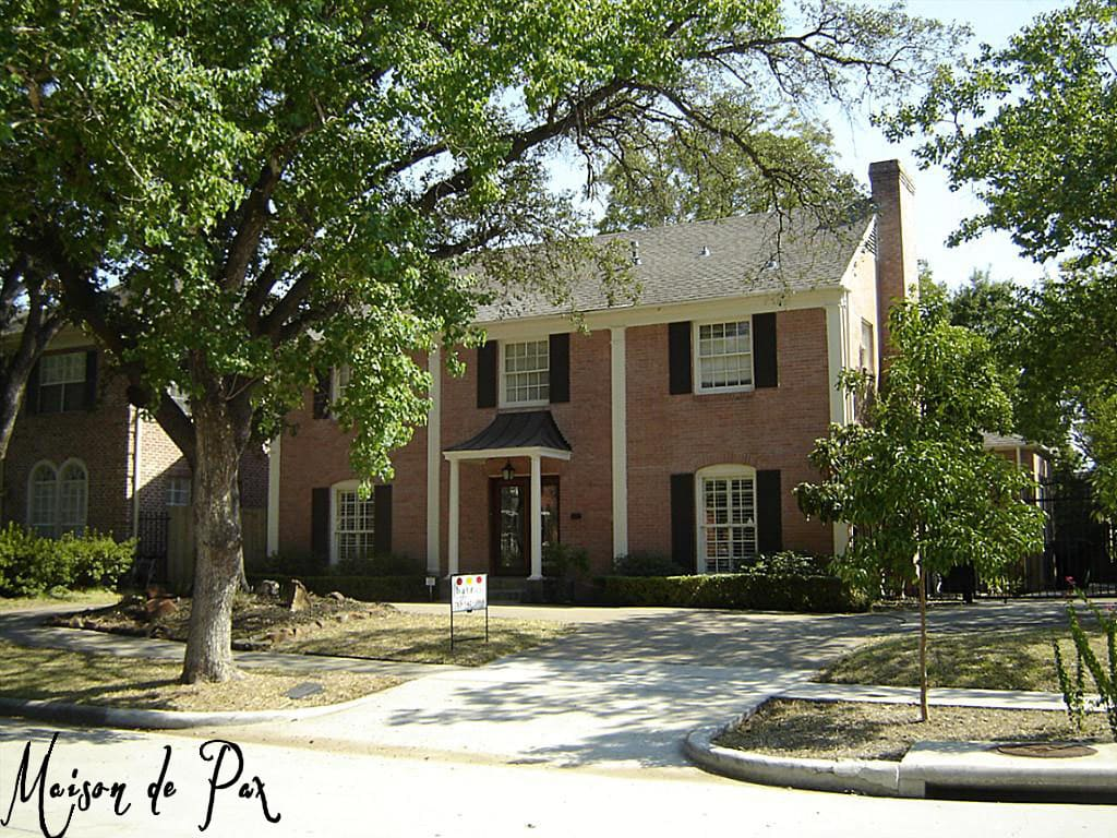 Before picture of a Houston brick colonial- Maison de Pax
