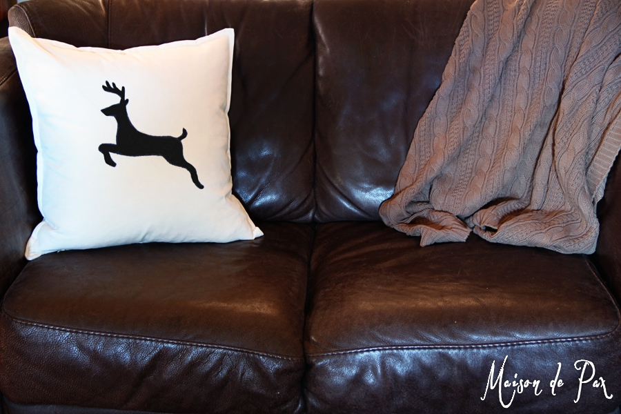 christmas living loveseat- Maison de Pax
