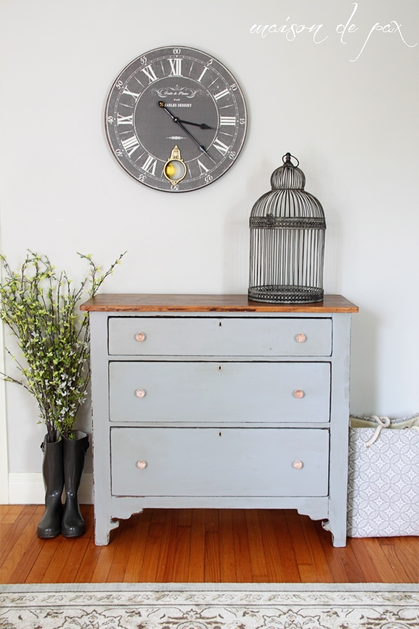 Gorgeous gray farmhouse dresser makeover using Country Chic Paint in Pebble Beach - Maison de Pax