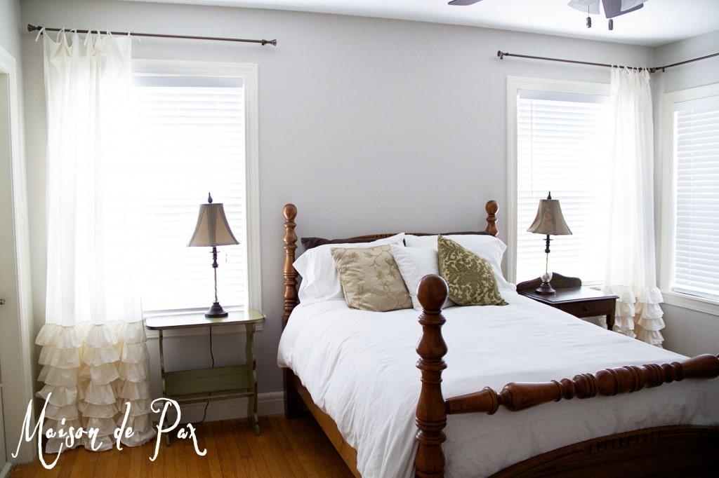 guest room wall - Maison de Pax