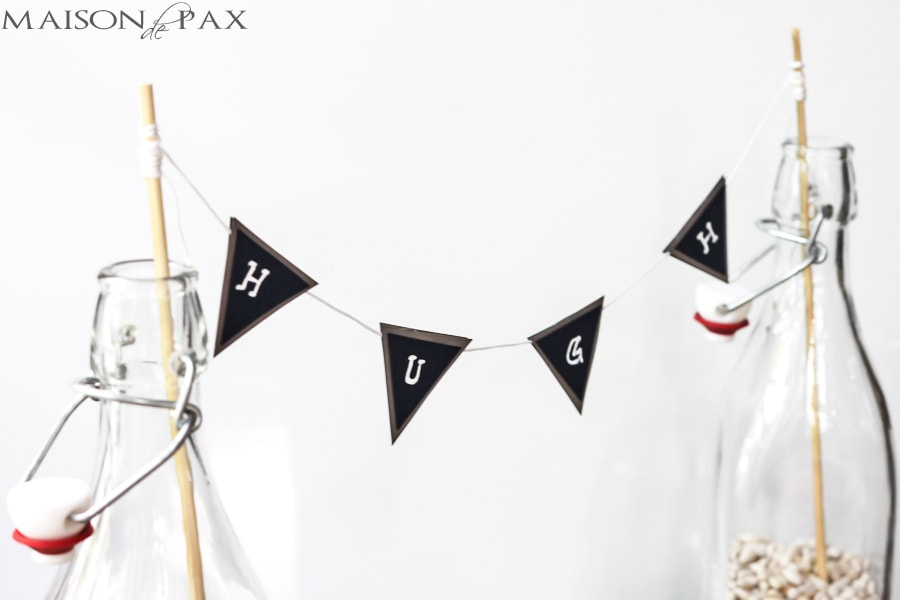 Such a cute and simple idea! This bunting centerpiece would be perfect for a baby shower, birthday party, or seasonal decor. via maisondepax.com #kid #party #decoration #name #bunting