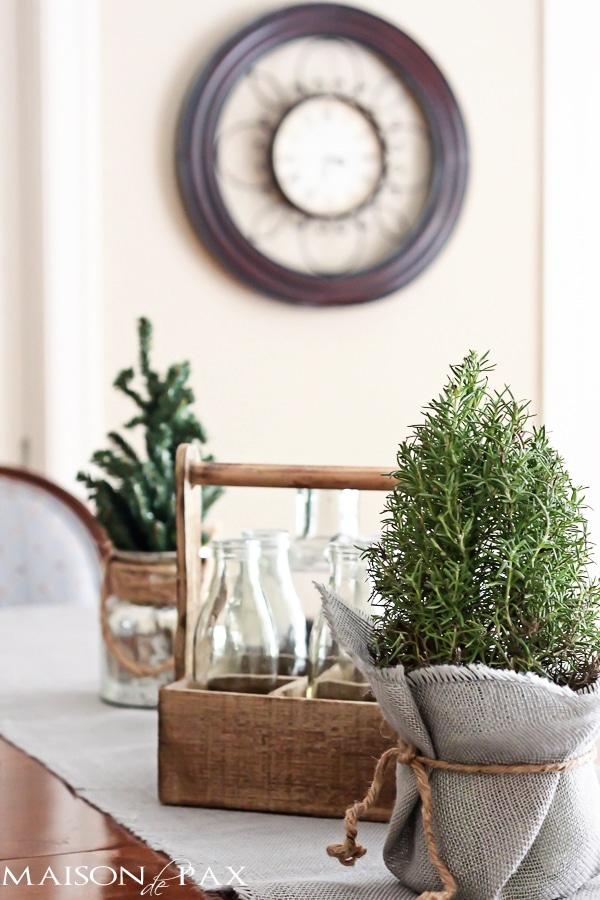 Gorgeous Christmas home tour full of simple, beautiful, diy decoration ideas via maisondepax.com #decor #holiday