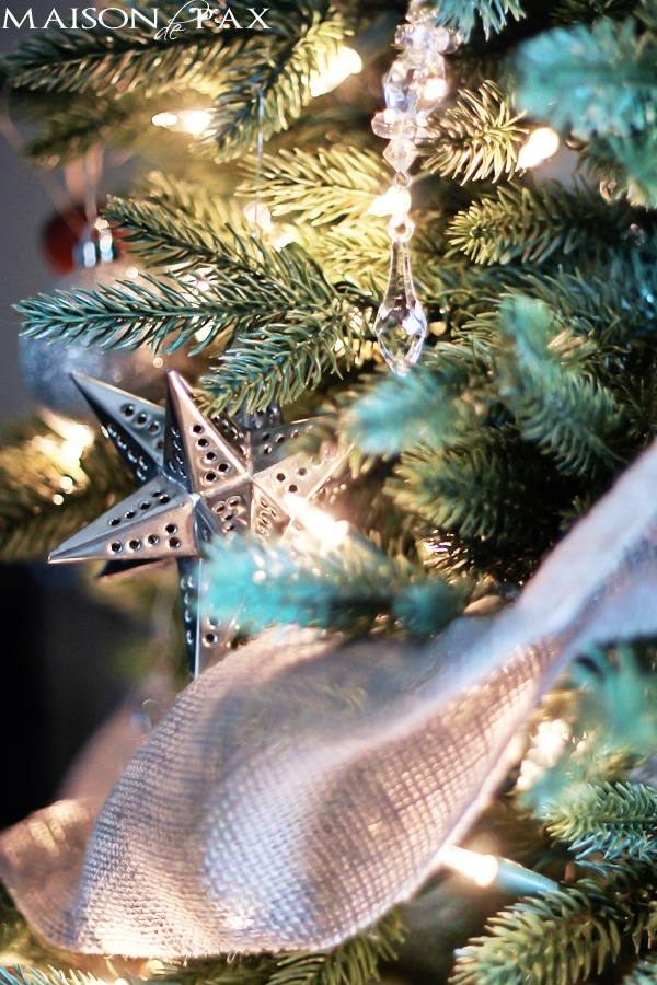 Sophisticated and simple Christmas tree decorations via maisondepax.com