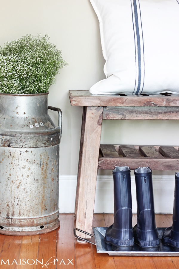 cute and functional ideas for organizing a foyer with galvanized trays | maisondepax.com