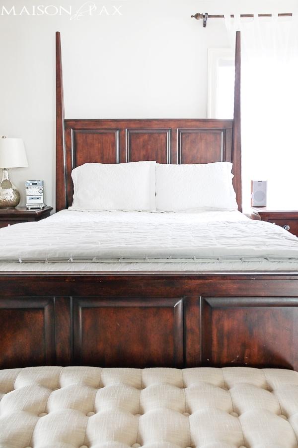 gorgeous neutral bedroom with a single pop of color   maisondepax.com