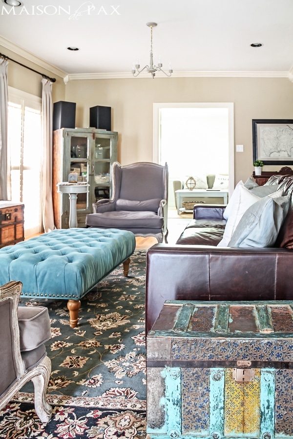gorgeous neutral living room with blue and turquoise accents - Maison de Pax