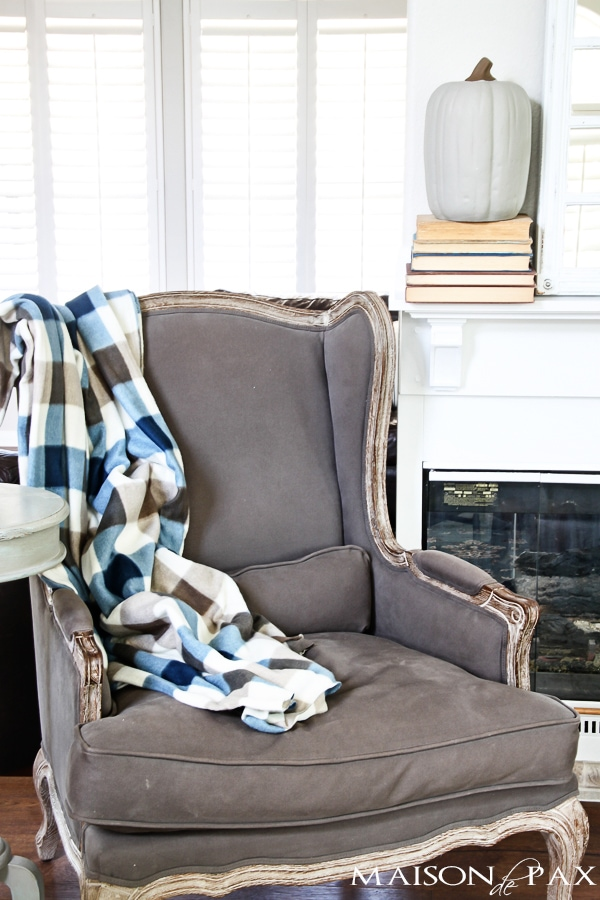 diy throw blankets: 10 tips for affordable fall decorating - such creative budget friendly ideas! | maisondepax.com
