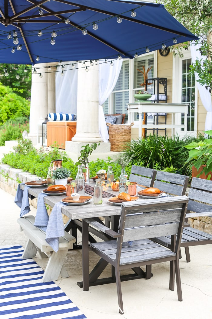 Ideas for designing a large backyard: tips for creating a separate dining space in a large outdoor area #backyard #outdoorentertaining #backyarddesign