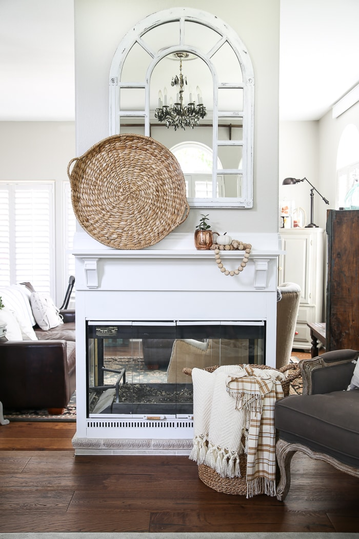 simple DIY mantel transforms this fireplace