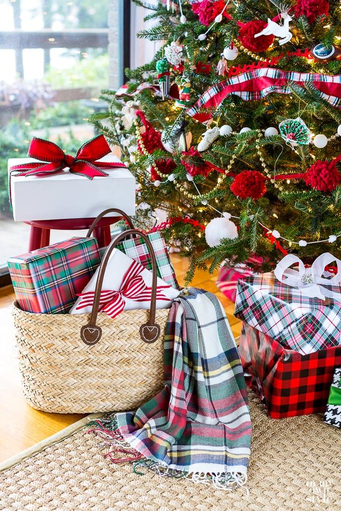 christmas-tree-with-plaid-decor