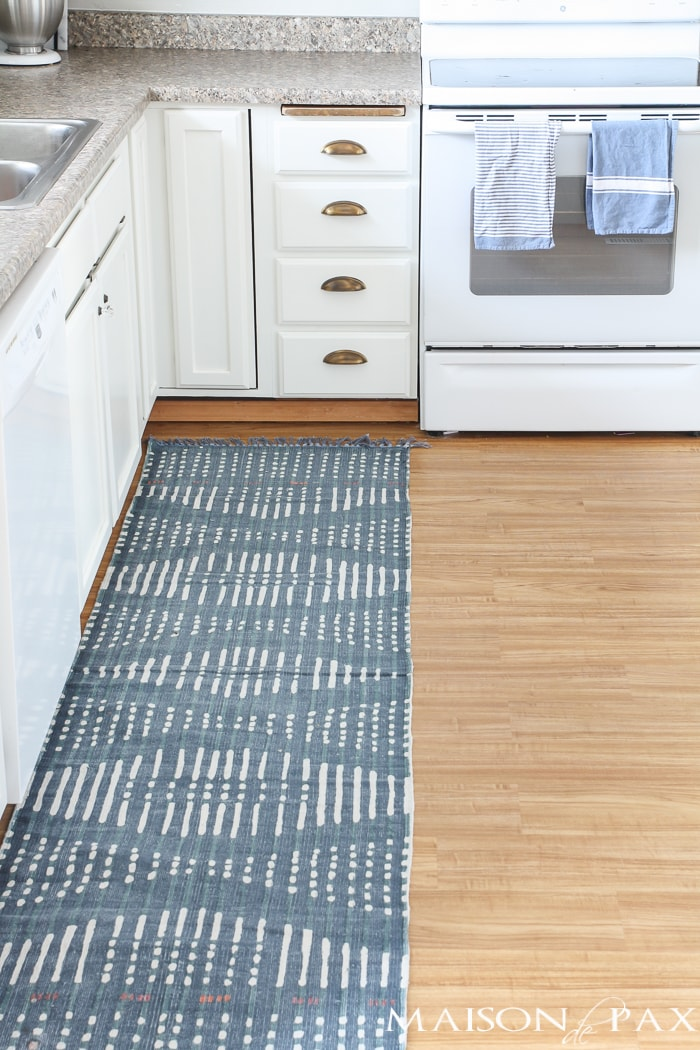 Looking for a great DIY budget alternative to carpet? Try vinyl flooring for an affordable option for high traffic areas. This tutorial will walk you through how to install a vinyl flooring!