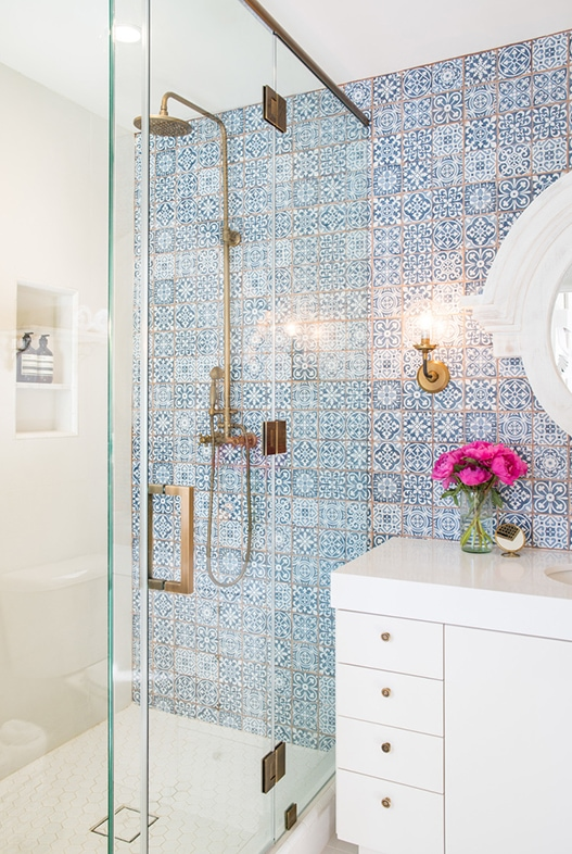 Byrdesign Glamorous Bath With Spanish Blue Tiles White Hex And Brass Accents