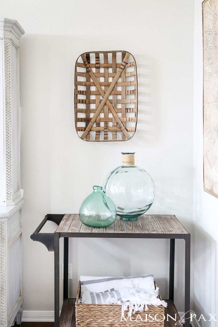 Efficient decorating ideas: organize with baskets. Find out which accessories are most versatile in your home! #efficiency #budgetfriendly #budgetdecor #decoratingideas #accessories #homedecor