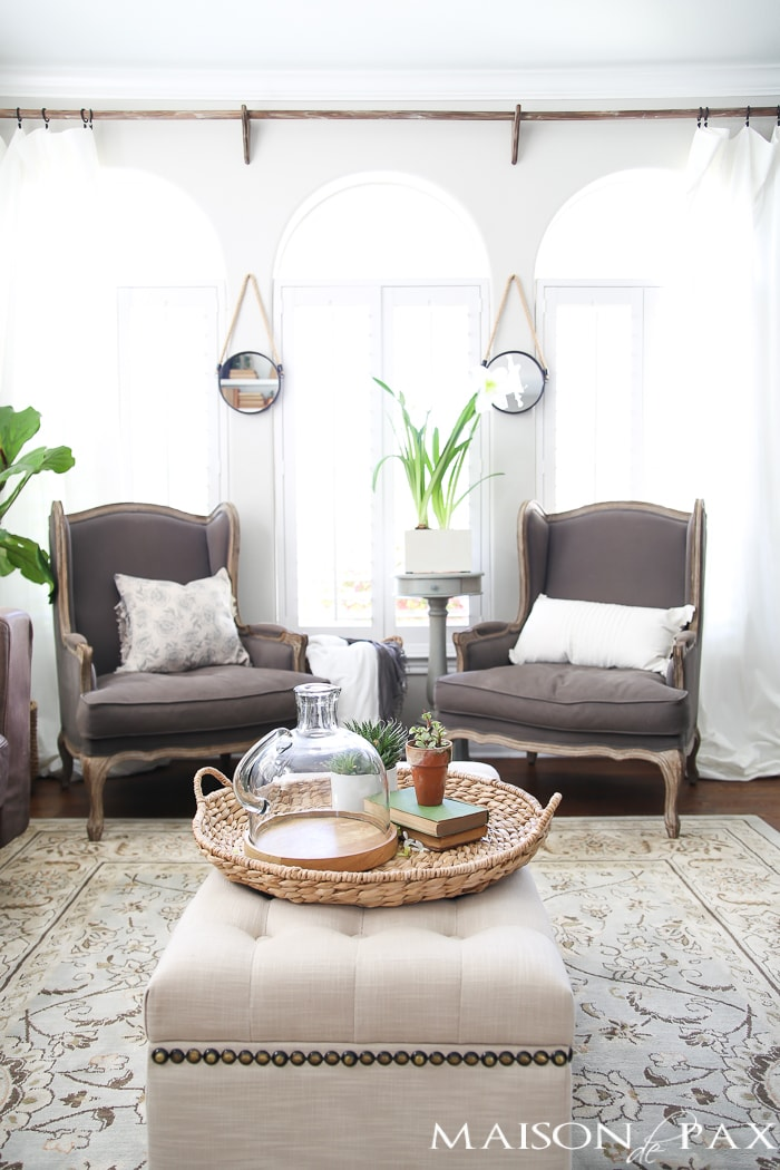 This casually elegant living room is all set to go for spring! Use these simple spring decorating ideas to get your home ready for spring.