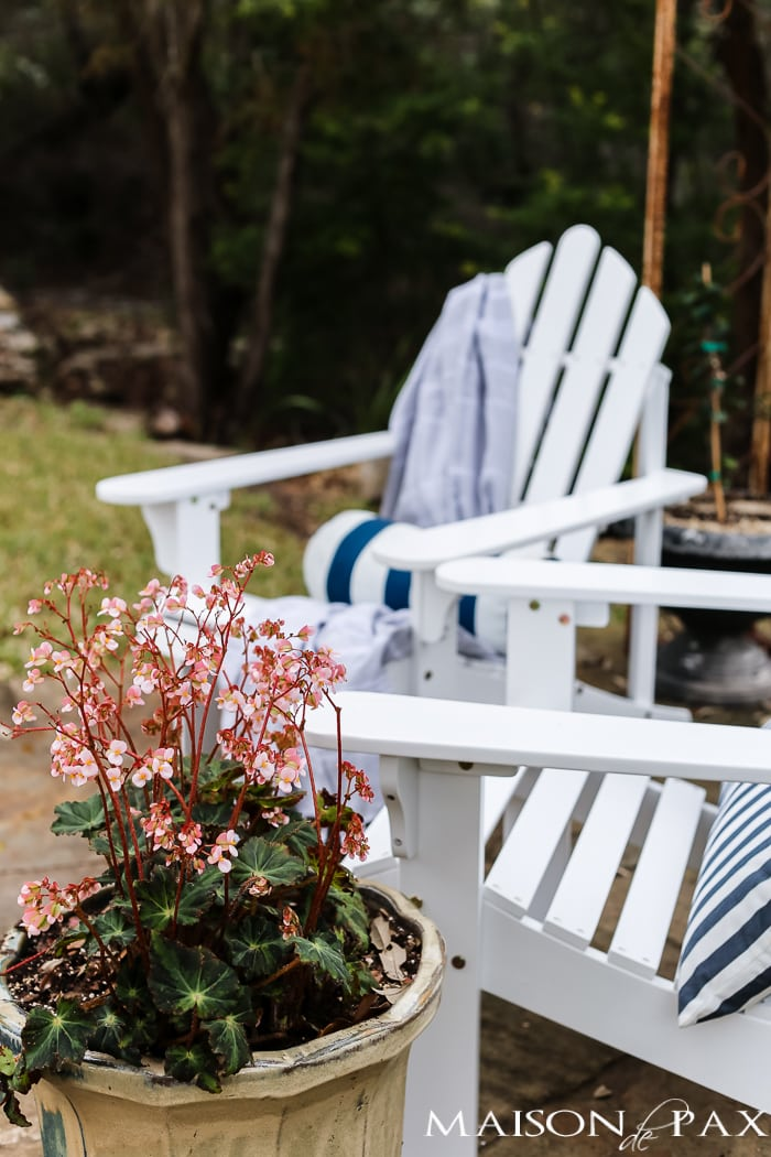 There is nothing quite as wonderful as soaking up the spring sunshine on a beautiful patio. Don't miss these spring patio decorating ideas!