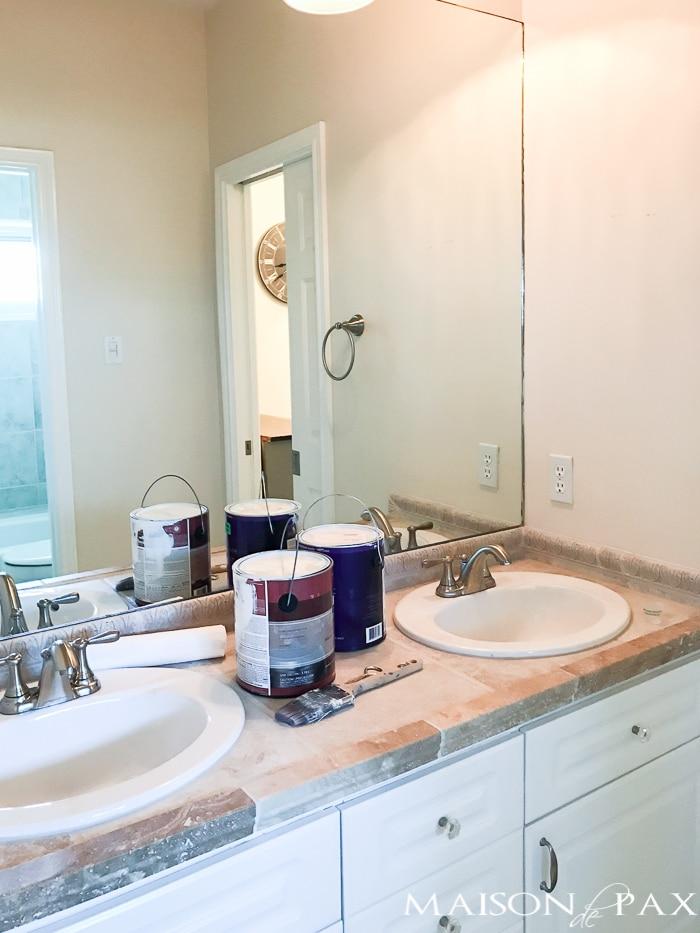 Navy and marble bathroom design plan maison de pax for Jack n jill bathroom designs