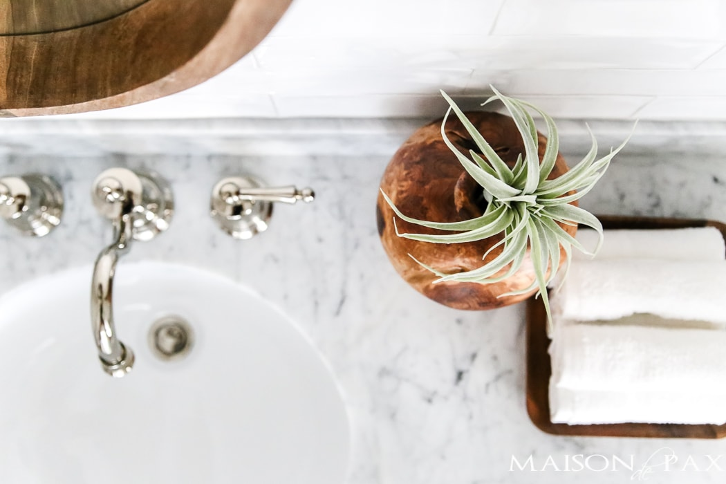 marble bathroom counters: splurge for a luxurious space!