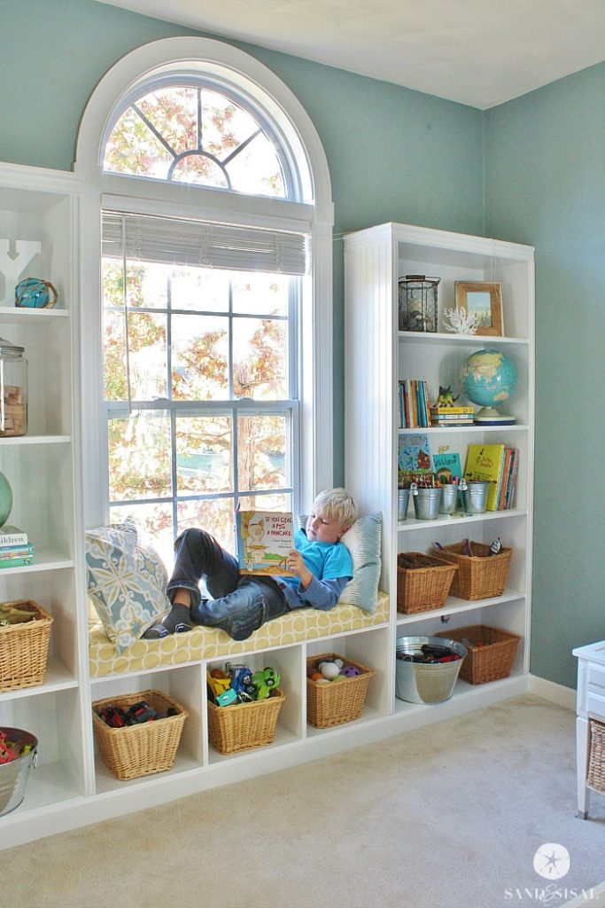 built in window seat! Schoolrooms, book nooks, and homework spaces: Find inspiration, design ideas, and organization tips for creating a study or reading space in your home!
