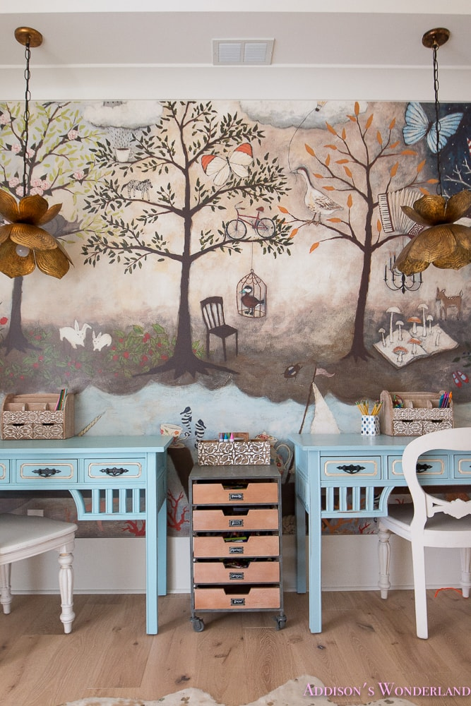 What a darling mural! Schoolrooms, book nooks, and homework spaces: Find inspiration, design ideas, and organization tips for creating a study or reading space in your home!