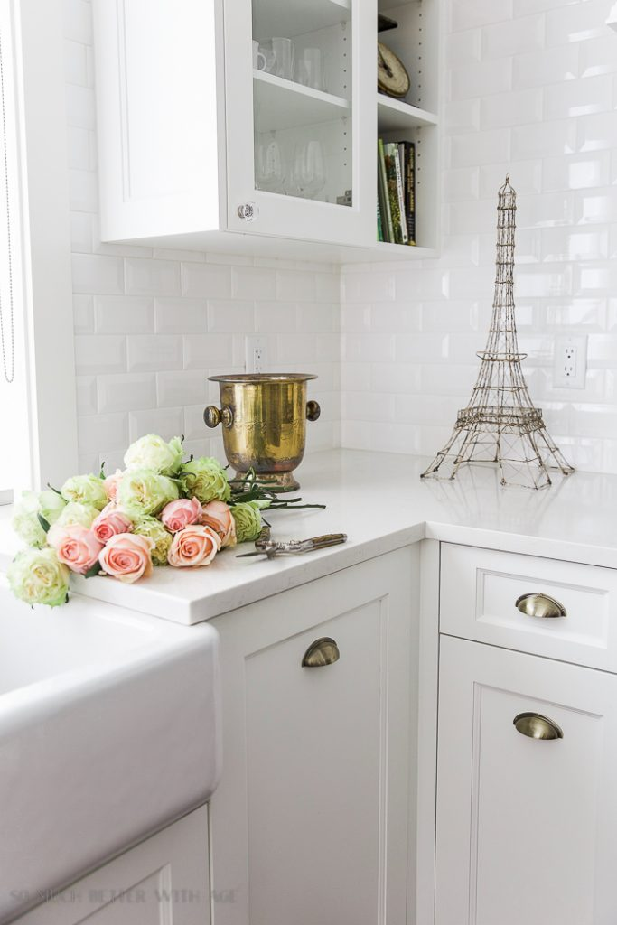 French vintage style: antique champagne bucket. Get more tips on how to get the look!