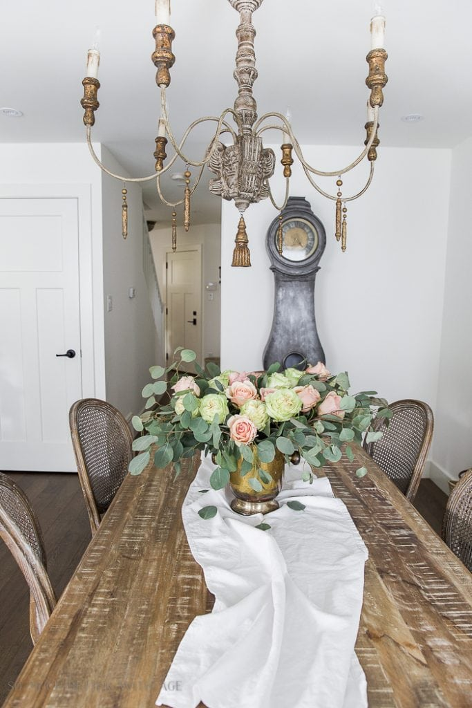French vintage style: neutral linen, flowers, and beautiful chandeliers. Get more tips on how to get the look!