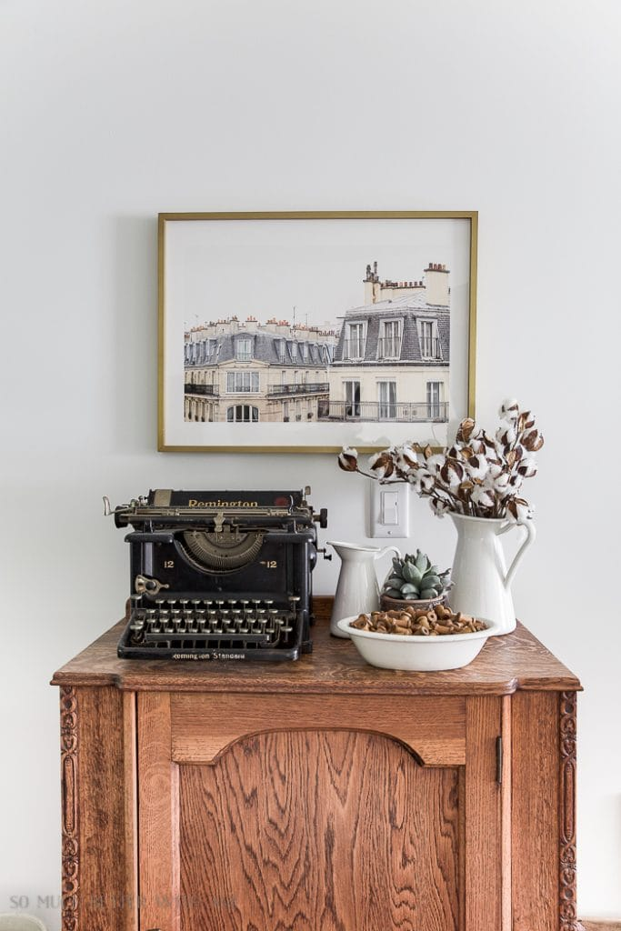 French vintage style: neutral accents. Get more tips on how to get the look!