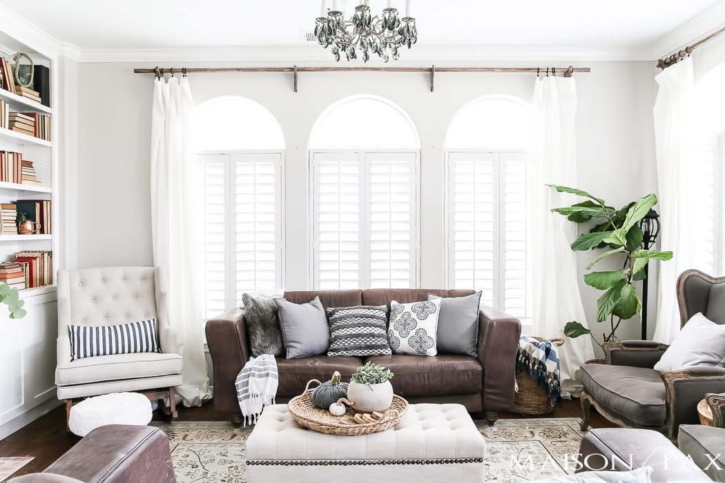 neutral fall decor: gray and white pumpkins and textures #falllivingroom