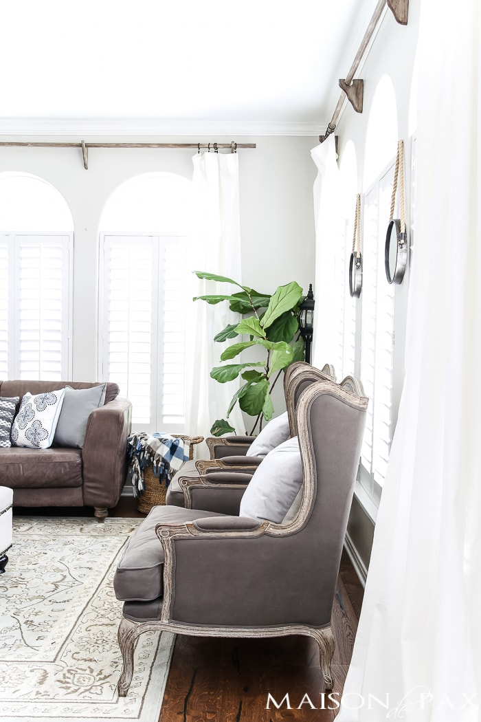 cozy throws and patterned pillows balance white curtains for a light yet comfy fall look #falldecor