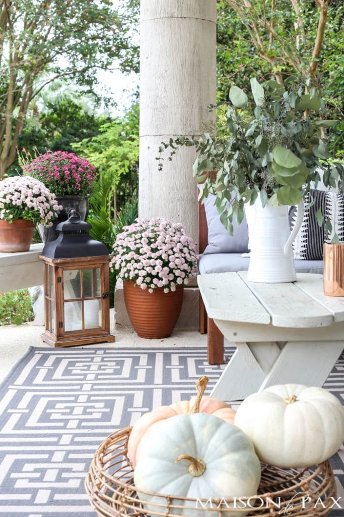 Neutral fall porch decorating ideas and tour maison de pax - Fall decorating ideas for front porch ...