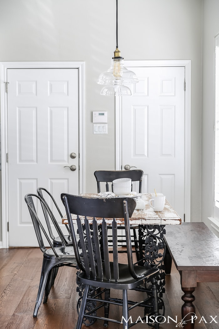 clear glass pendants with brass accents give this farmhouse breakfast area a polished look