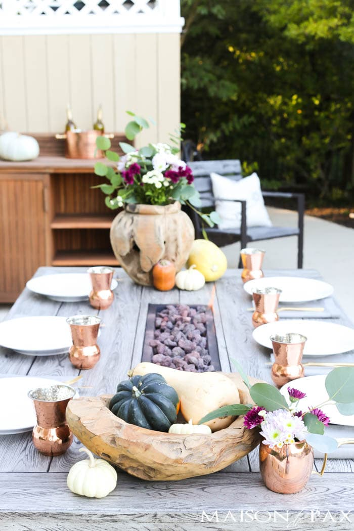 raw wood bowls with mums and gourds for a gorgeous fall table! #thanksgivingtable