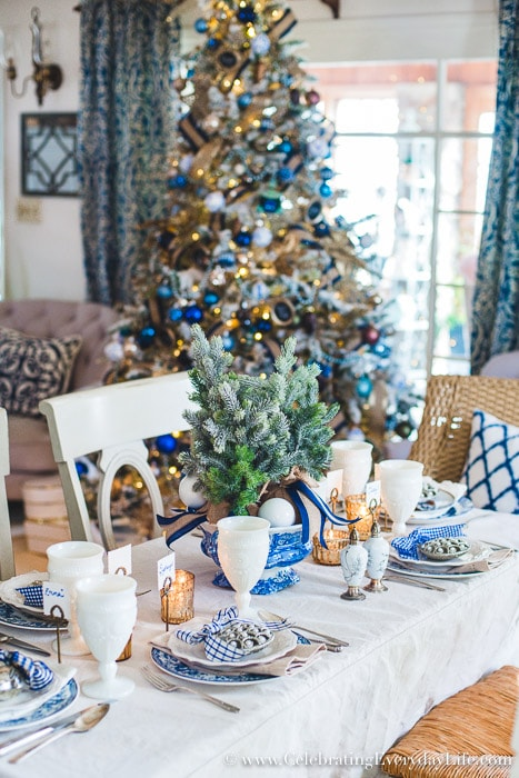 using a folding table for the holidays can still be elegant! #christmastable