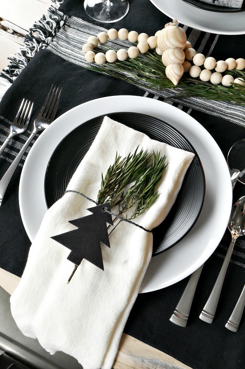 black and white holiday table #holidaytablescape