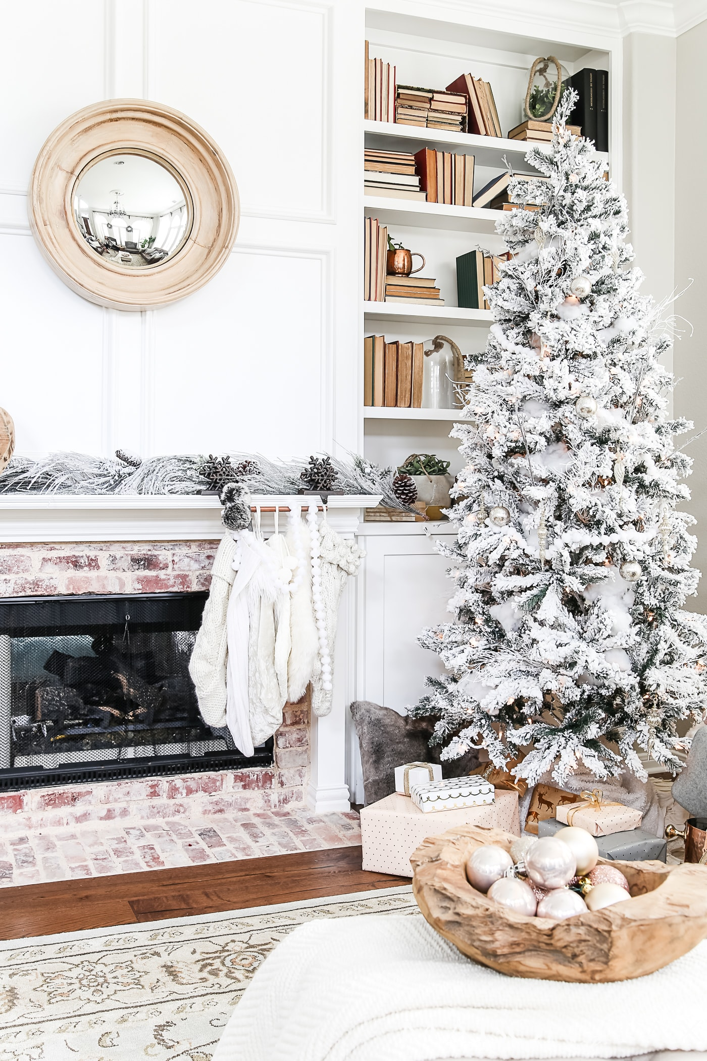 these simple holiday decorating ideas in this christmas home tour will help you focus on what really matters in this christmas season - Blush Christmas Decorations