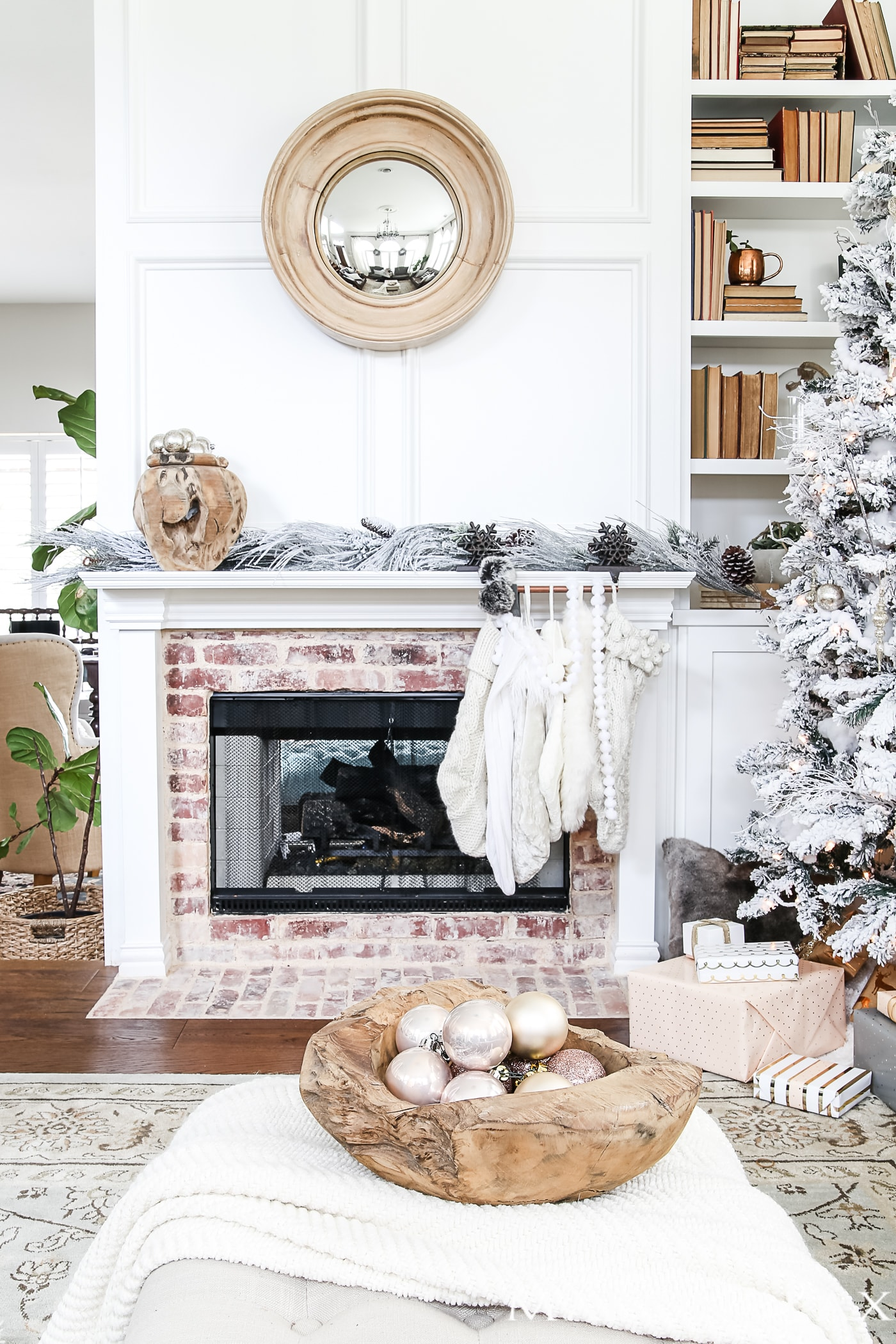 Simple Holiday Decorating: Christmas Home Tour - Maison de Pax