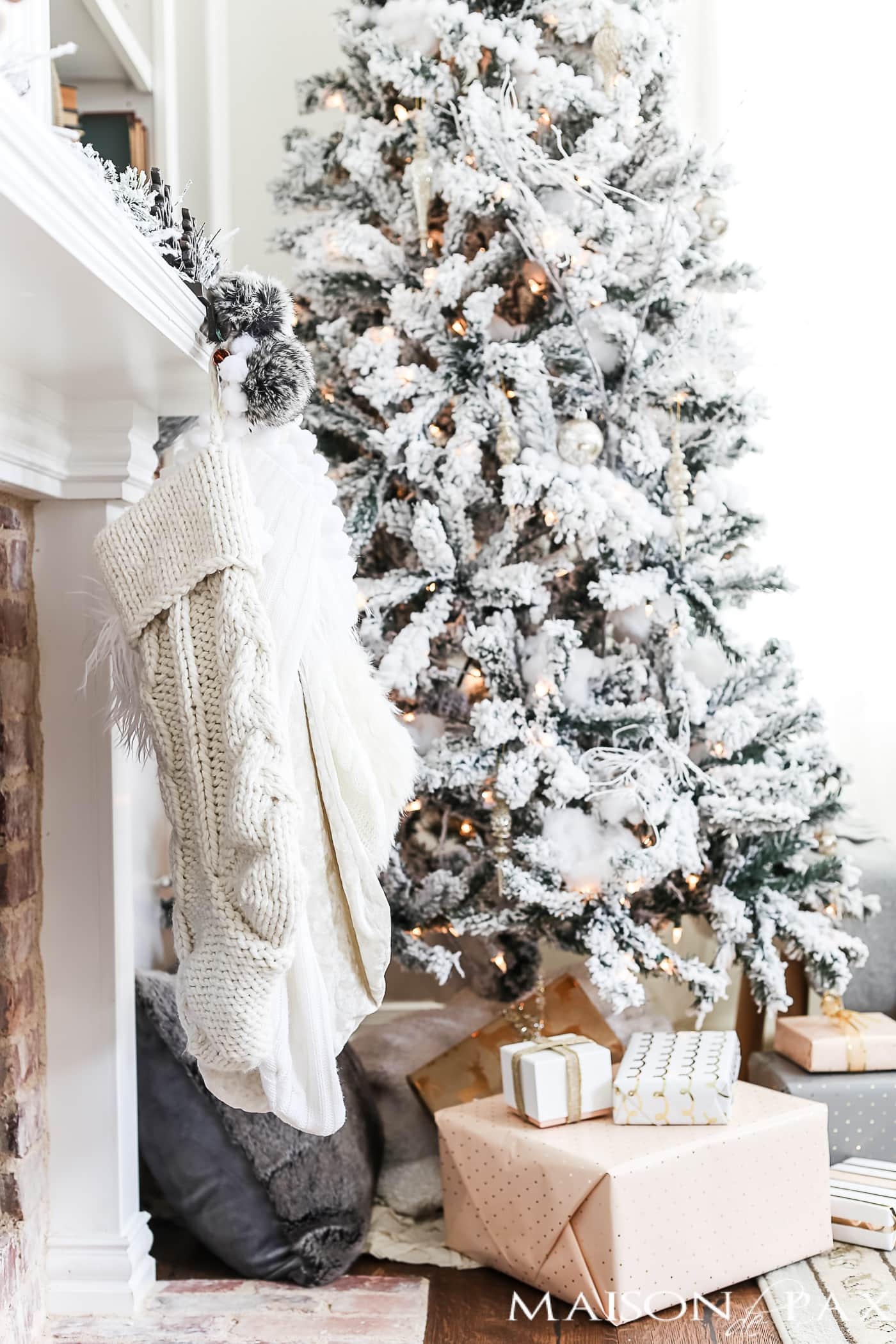 white knit stockings and other neutral Christmas decorations #neutralchristmasdecor