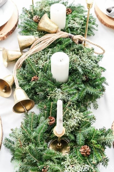 Looking for simple, neutral tablescapes for Christmas?  This green and gold Christmas tablescape with a natural centerpiece of green garland is classic and lovely.  Plus, get 5 fabulous hacks for your holiday table! #holidayhack
