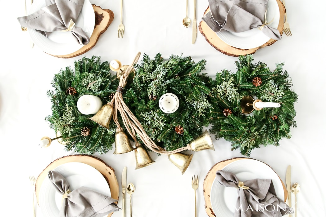 use three mini wreaths to create a gorgeous natural centerpiece of greenery for your holiday tablescape #naturalcenterpiece
