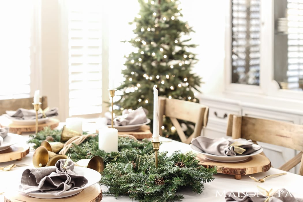 simple green and gold holiday dining room #Christmasdiningroom