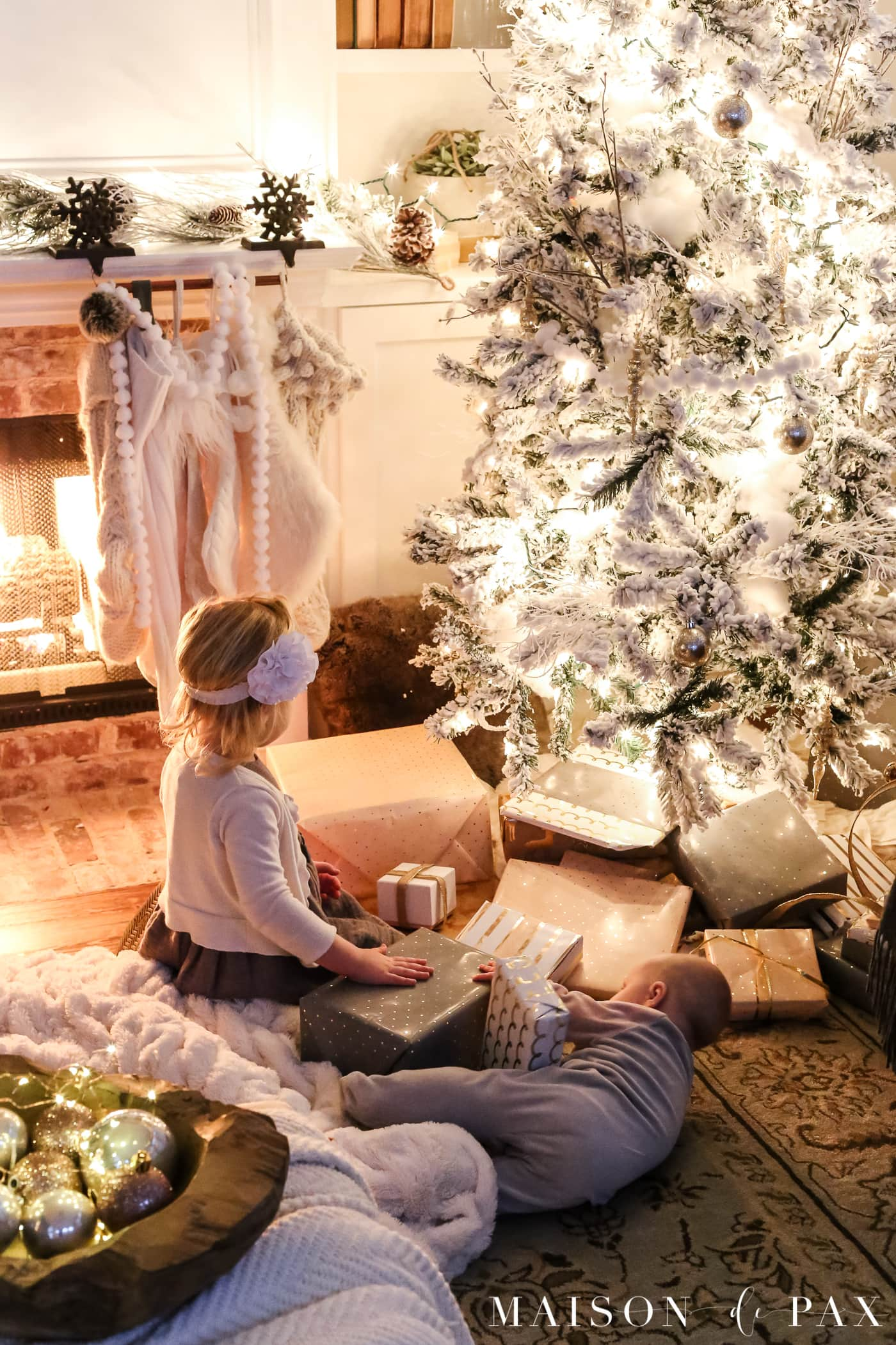 beautiful blush gifts under Christmas tree: gorgeous Christmas lights at night in these 25+ home tours #christmasnightstour #holidayhometour #christmaslights