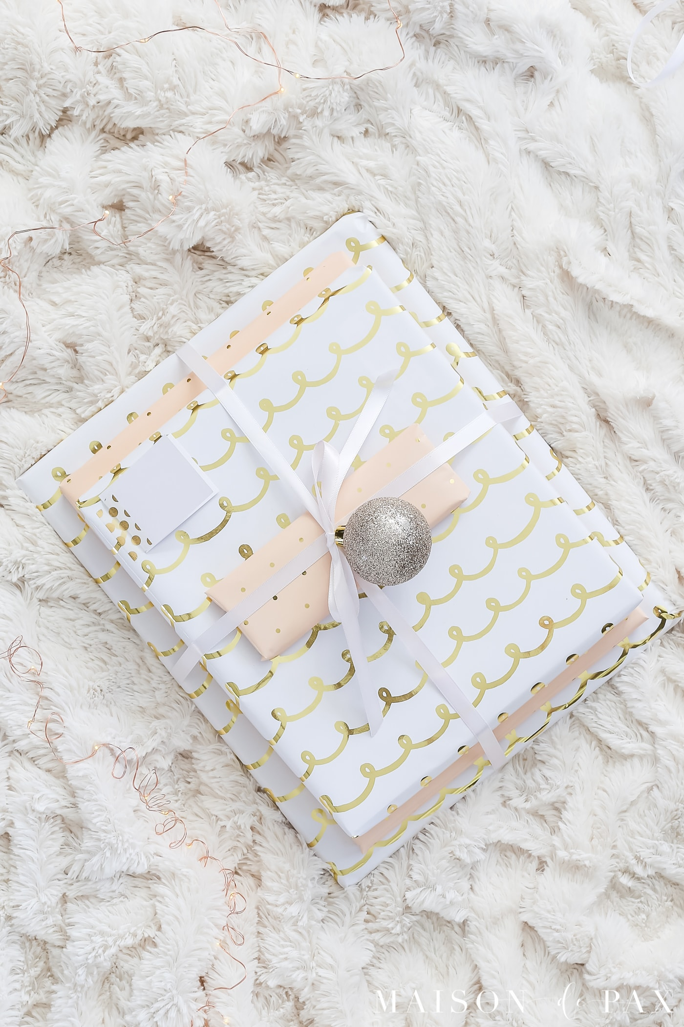 easy gift wrapping ideas: bundle gifts with ribbon #christmaspresents #giftwrap