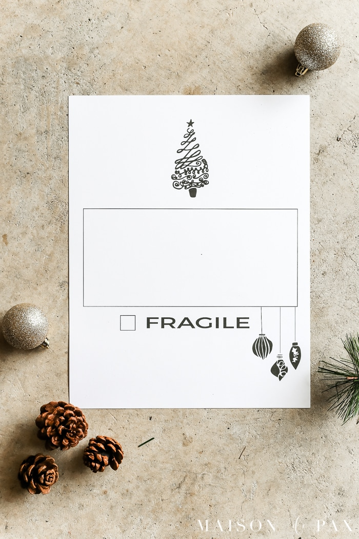 Free Printable!  Looking for the best way to store your Christmas decorations?  These Christmas organization ideas will show you how to organize and store Christmas decorations simply and efficiently. #christmasorganization #christmasstorage #organizing #organizingornaments #organization #freeprintable