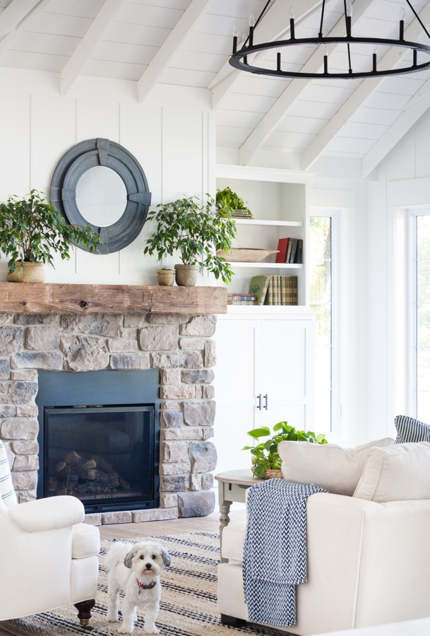 Fireplace ideas mantel styles for today 39 s homes maison for Modern farmhouse fireplace