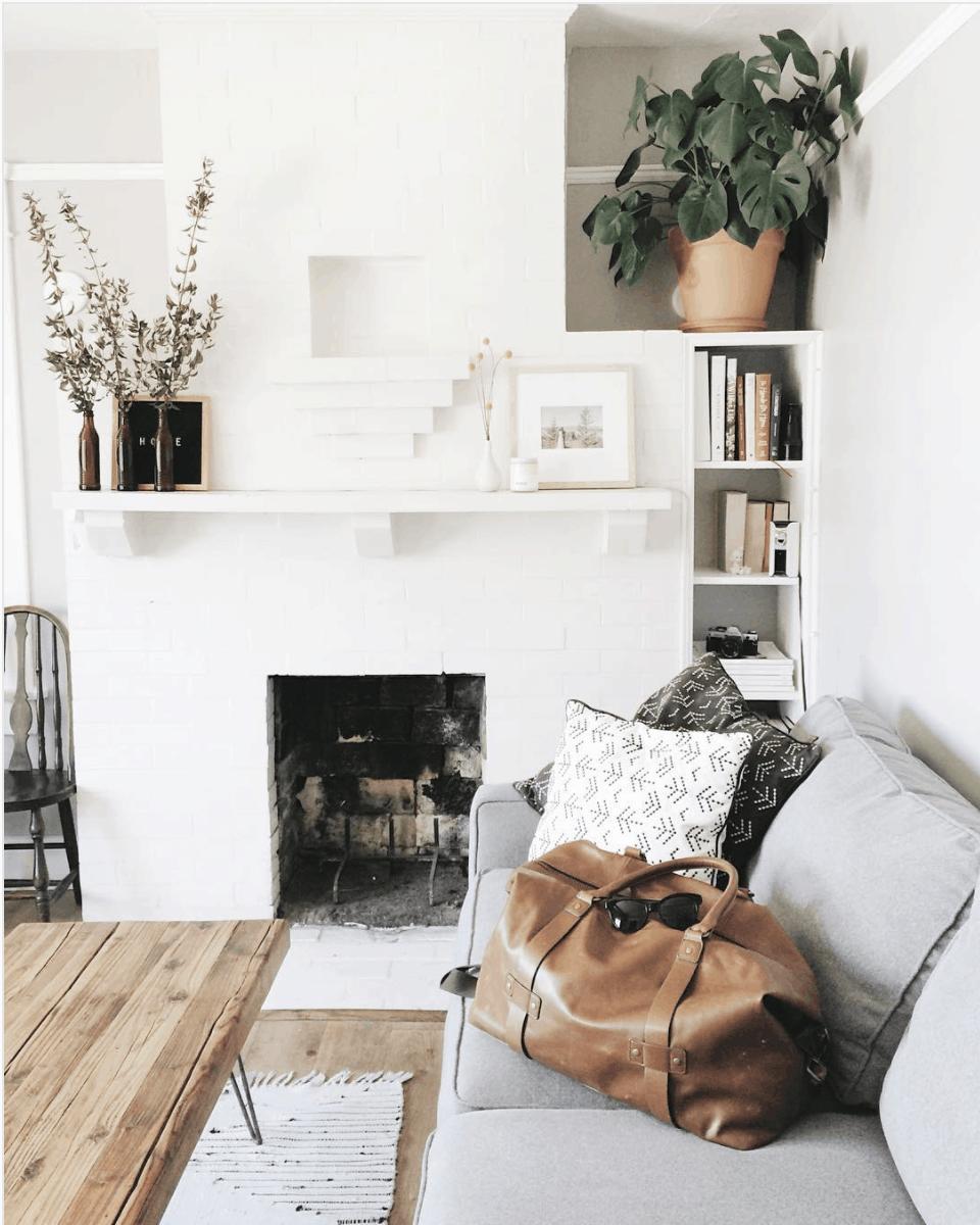Modern mantle- Maison de Pax