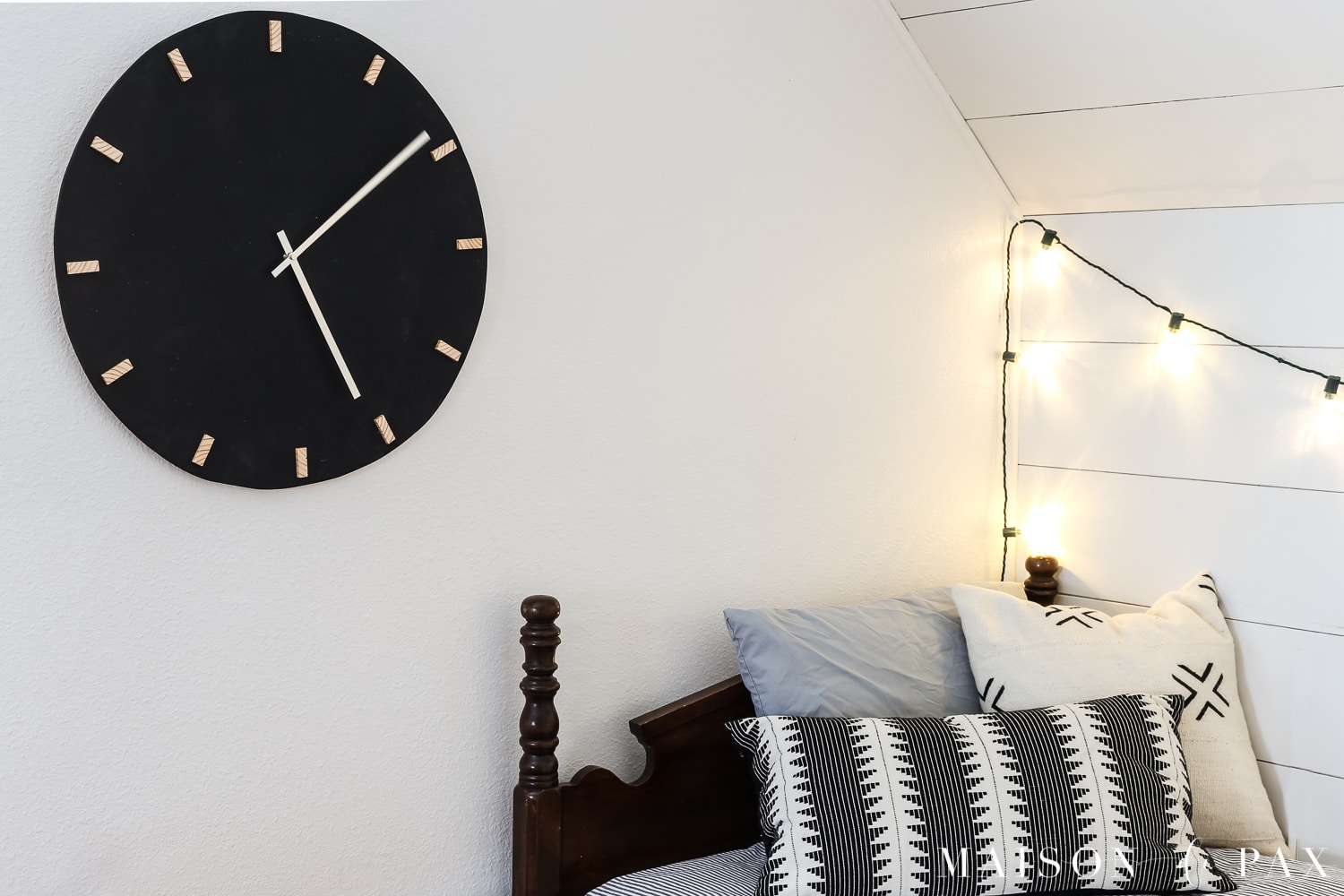Giant black and wood wall clock!  Learn how to make this DIY black and wood giant wall clock for cheap! #wallart #diywallart #diyclock #wallclock #giantclock #modernfarmhouse #neutraldecor #kidsroom #boyroom #modernfarmhouse #blackandwhiteinteriors