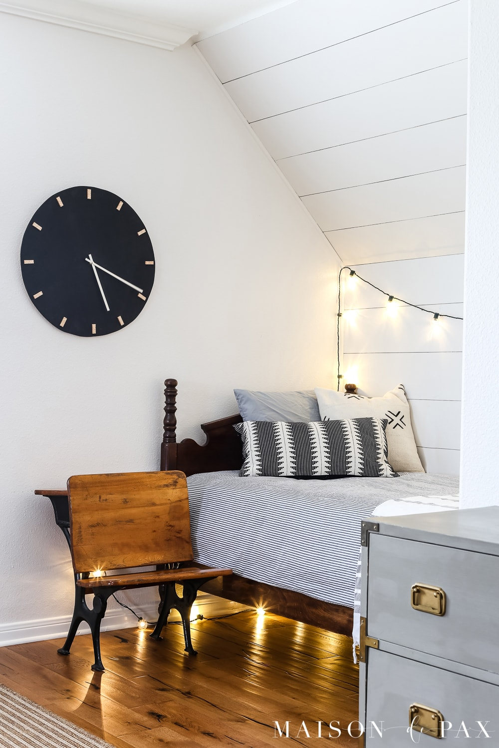 Love the big black clock on the white walls?  Learn how to make this DIY black and wood giant wall clock for cheap! #wallart #diywallart #diyclock #wallclock #giantclock #modernfarmhouse #neutraldecor #kidsroom #boyroom #modernfarmhouse #blackandwhiteinteriors