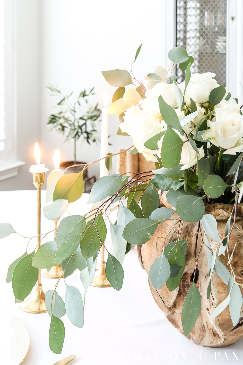 How to create a romantic rose and eucalpytus centerpiece: this tutorial for a romantic centerpiece shows you step by step how to make a gorgeous rose centerpiece for Easter or any spring table. #roses #eucalyptus #centerpiece #springcenterpiece #romanticcenterpiece #eastertable #tablescape #rosecenterpiece #eastertablescape #springtablescape #springtablescape #romantictablescape
