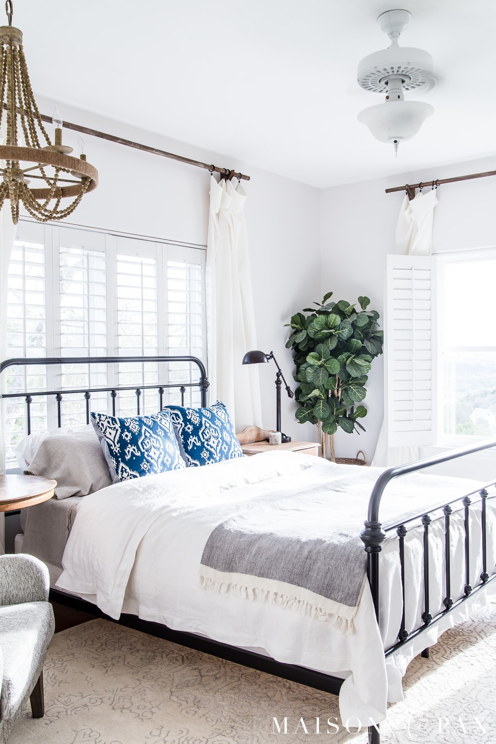 tip #1: start with a base of white bedding... Looking to add a seasonal touch to your bedroom?  Don't miss these incredibly simple master bedroom decorating ideas for spring! #springdecor #springbedroom #nightstand #modernfarmhouse