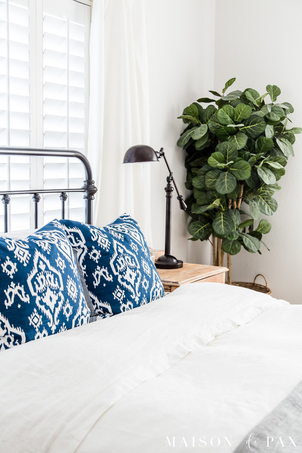 tip #3: create a focal point with greenery... Looking to add a seasonal touch to your bedroom?  Don't miss these incredibly simple master bedroom decorating ideas for spring! #springdecor #springbedroom #nightstand #modernfarmhouse