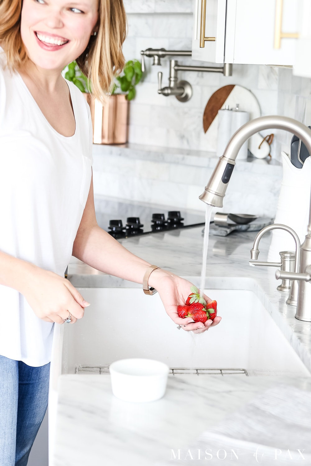 Simple spring kitchen tips: refresh your space (without spending a ton) with these easy ideas! #springkitchen #kitcheninspo #marblekitchen #kitchendesign #springdecor #springdecorating #kitchendecor #twotonekitchen
